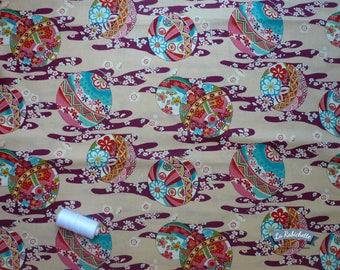Patterns to husband Hana balls temari and flowers on beige background - 50 cm