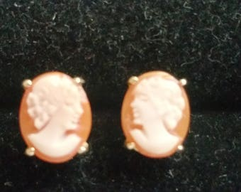 Vintage 14kt Gold Shell Cameo Post Earrings