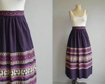 Vintage 50s Skirt / 1950s Hand Woven Border Novelty Skirt / Purple Embroidered Patterned Guatemalan Folk Skirt Dirndl