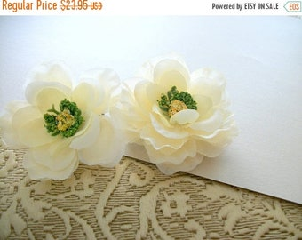 SUMMER SALE Cream Off White Flower Hair Clips Beautiful Antique White Flower Hair Clips for Formal Bridal Party Wedding Set Of Four for Adul