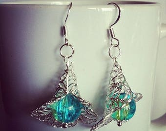 Earrings flowers green and turquoise Crackle glass beads