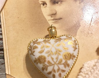 Vintage 1979 Kaiser West Germany PORCELAIN HEART PENDANT