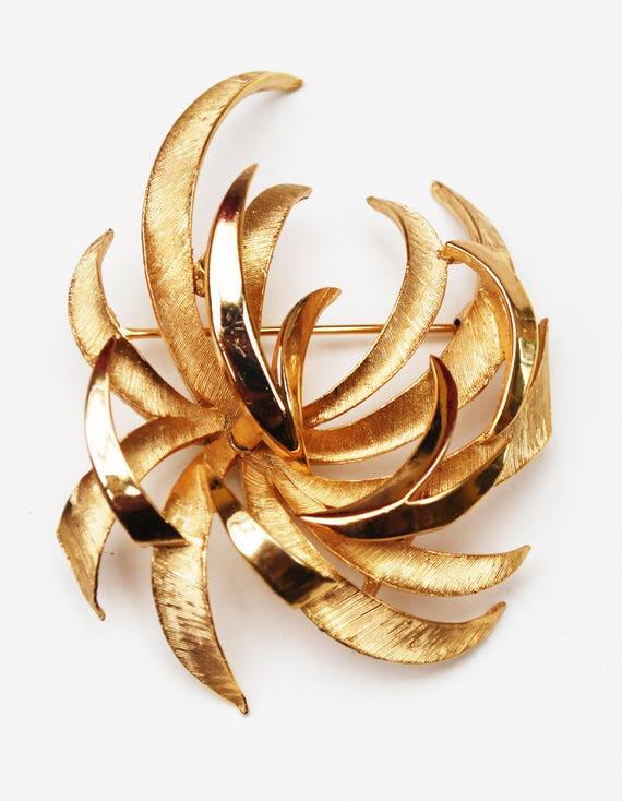 Crown Trifari  Gold - Large - Mid century -  Atomic  - Swirl Pin