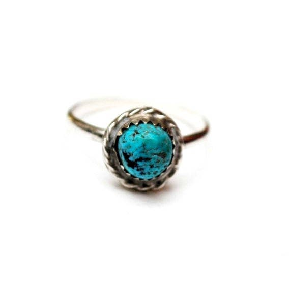 Sterling silver Turquoise ring - size 7 1/2 - South western tribal Native American - Old Pawn
