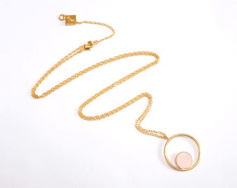 Collier GALLICA RING poudre, anneau confetti cuir asymétrique, or fin.