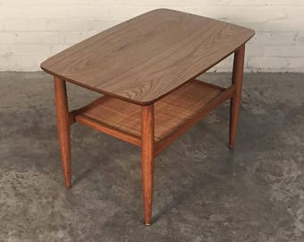 Mid-Century Modern End Table / Side Table / Nightstand - SHIPPING NOT INCLUDED