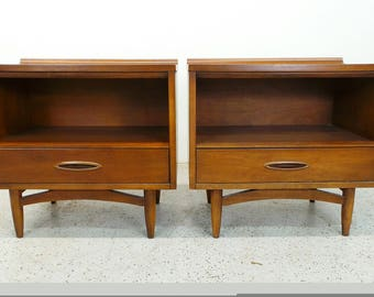 pair mid century modern Broyhill Sculptura walnut single drawer nightstands end tables