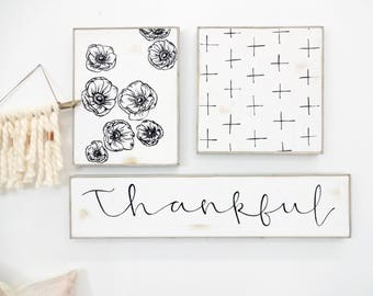 Thankful black and white rustic wood sign