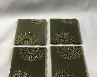 Set of 4 Vintage Ceramic Tiles Coasters Green Floral Daisy Pattern Cork Feet Home Decor