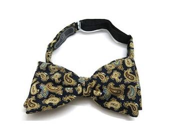 Vintage bow tie | 80s fashion | Silk
