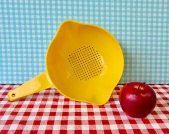 Vintage Tupperware Colander - Strainer - Bright Yellow - Mod Kitchen -  Vintage 1970's