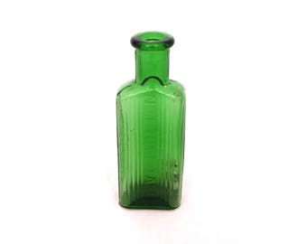 Vintage Chemist Apothecary Bottle, Small 1oz Green Glass Poison Bottle, Apothecary Decor, Medicine Bottle, Pharmacy Bottle, Not To Be Taken