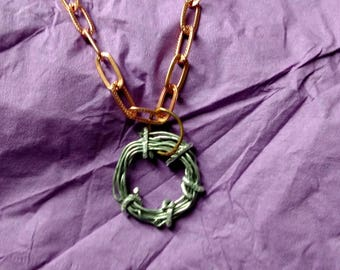 Handmade round metal wire pendadnt necklace