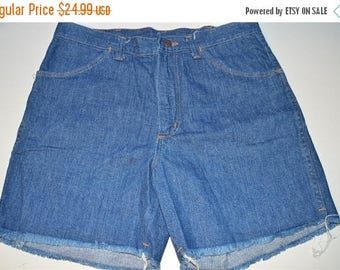 ON SALE 80s Wrangler Denim Cut Off Shorts Size 32