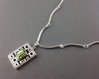 Peridot Necklace - Peridot Jewelry - Peridot Pendant - August Birthstone Jewelry - Gemstone Necklace - Green Pendant - Peridot Geo