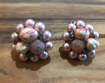 Vintage pink bead cluster earrings. Clip on.