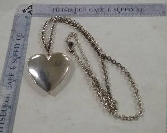 "10% OFF 3 day sale Vintage used heart locket with 18"" chain chain needs cleaned"