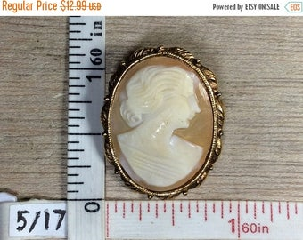 10% OFF 3 day sale Vintage Gold Toned Oval Cameo Pin Brooch Used