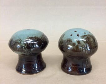 Vintage ceramic salt n pepper shakers