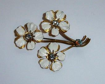 Vintage White Flower Brooch. Thin Metal Brooch. Lightweight.
