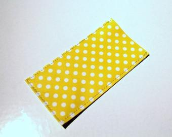 Etui à pilules ou pilulier à pois jaune et blanc