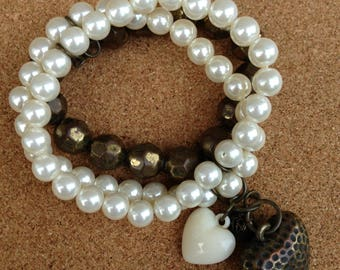 Bracelet  - plastic pearl and faceted bronze bead bracelet with hearts