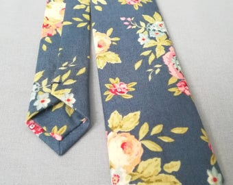 Skinny tie. Vintage style. Blue and cream floral. Slim tie. Gifts for men. Wedding accessories.