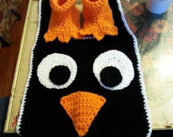 Penguin bib, anf hat booties