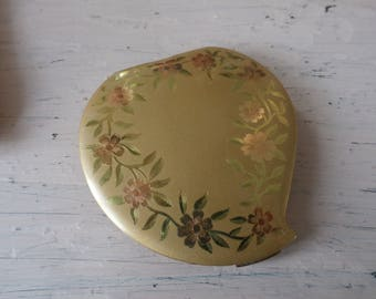 Vintage 1940s Elgin American Art Deco Heart Shaped Etched Roses Brushed Gold Tone Powder Compact