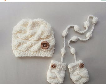 ON SALE 35% SALE Knit Set Baby Boy Hat and Mittens , Baby  Photo Prop , Knit Baby Hat and Mittens