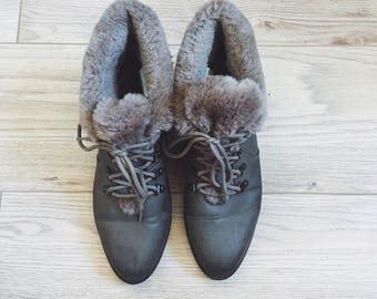 Vintage faux fur weather proof booties- size 8