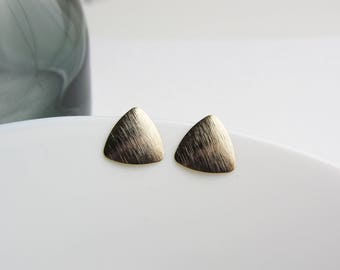 Triangle brushed-Gilded stud earrings