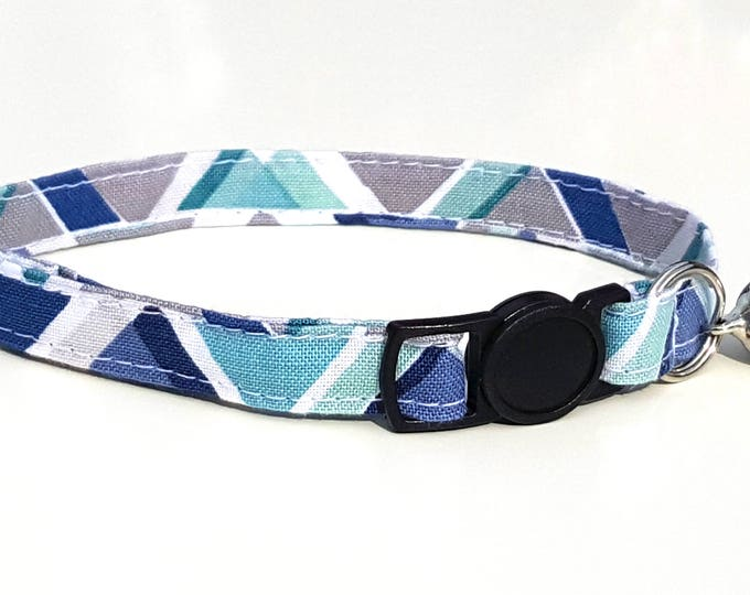 Blue Geometric design with quick release safety clasp