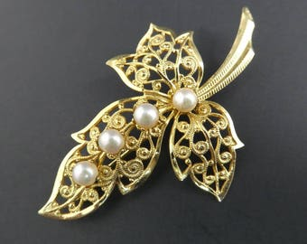 Vintage Filigree Leaf Brooch, Faux Pearls, Gold Tone, STY93