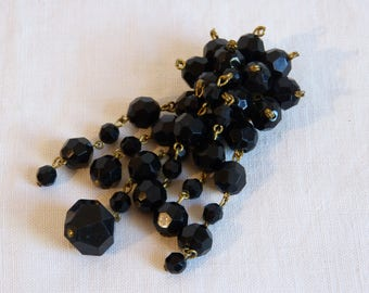 Black faux jet faceted beads cluster dangling brooch - French 60s vintage