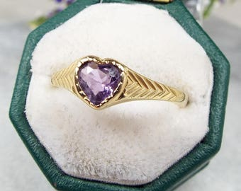 Vintage / 1989 9ct Yellow Gold Purple Amethyst Love Heart Solitaire Ring Size L