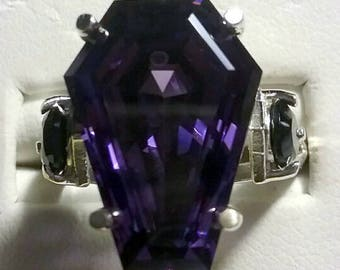 Coffin Gem - 10ct Accent Coffin Ring - Designer Setting