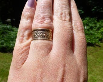 Lovely 10k Antique Victorian 10k Solid Rose Gold Hand Engraved Floral Wide Wedding Band Ring, 1890s, Size 7.5