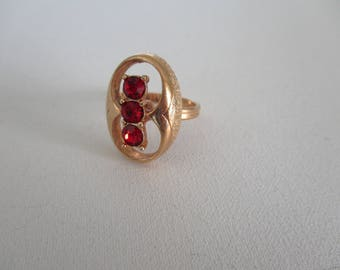 Vintage Sarah Coventry Ring Red Rhinestones Gold Tone Adjustable Band Retro 1973 Free Shipping