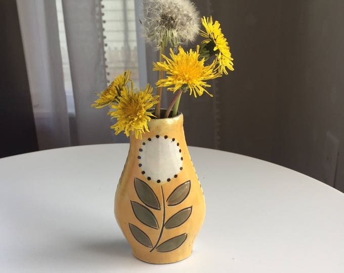 Featured listing image: Reversible Bud Vase with puff flower