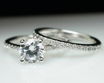 Solitaire Diamond Engagement Ring & Matching Wedding Band