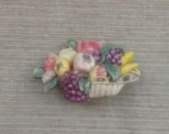 1940s brooch/fruit brooch/plastic brooch/basket brooch