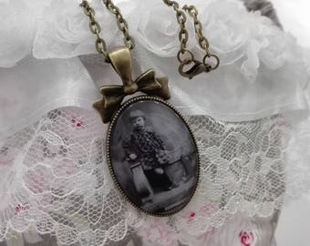 Pendant bronze vintage look retro 1930s girl, mother gift