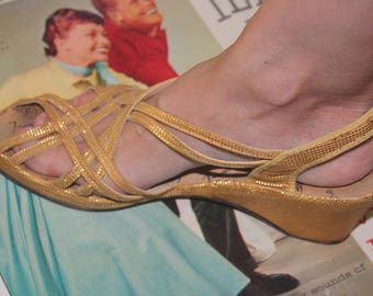 SALE! 1940s 50s Size 8 Yellow Gold Brocade Strappy Sandals Wedges Shoes