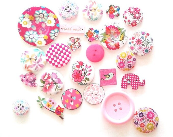 FREE SHIPPING Australia ONLY 25 Assorted Mixed Buttons in Various shades of Pink
