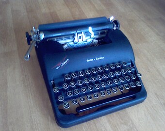 Typewriter, Portable Smith Corona Clipper for display ,vintage typewriter, Photo Prop, Black vintage typewriter