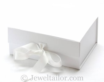 Medium Luxurious White Ribbon Tie Snap Shut Gift Box 23.5cm ~ An Ideal Gift, Keepsake, Bespoke Hamper or Presentation Box