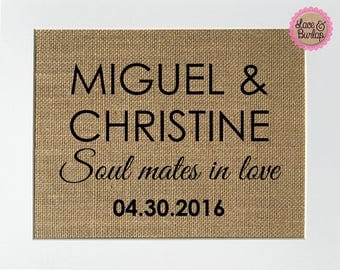 Burlap sign CUSTOM Names-Soul Mates In Love - Date -Rustic Country Shabby Chic Vintage Wedding Decor / Love / Home Decor/Wedding Centerpiece