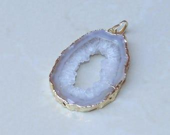 Druzy Pendant. Agate Druzy Slice - Geode Slice Pendant - Geode Pendant. Agate Druzy - Gold Plated Edge - 32 mm x 45 mm - 4314