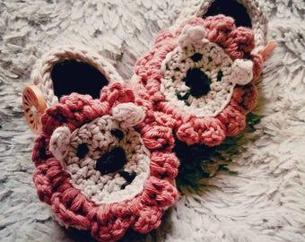Crochet lion booties, baby booties, lion bootees, animal booties, lion shoes, newborn booties . Baby photo prop.